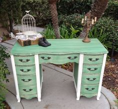 Super cute desk painted in Annie Sloan Chalk Paint. Custom color mix using Provence, Florence and Antibes.