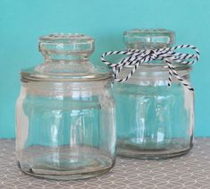 These DIY Mini Glass Cookie Jars make it easy for you to create a completely custom wedding or party favor. Shabby Chic Decor Living Room, Shabby Chic Bedrooms, Shabby Chic Homes, Shabby Chic Style, Glass Cookie Jars, Glass Jars, Mini Cookies, Home Decor Inspiration, Diy Home Decor