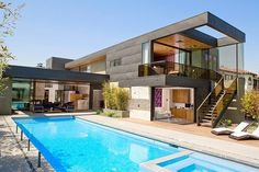 Two-Level Pool House in Los Angeles With a Cheerful Vibe Modern pool house in L. Modern pool house in L. Modern Pool House, Modern Pools, Modern House Design, Contemporary Design, Villa Architecture, Amazing Architecture, Exterior Wall Cladding, Design Exterior, Facade Design
