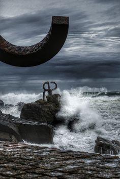 La furia del mar Donosti, Spain - escultura de Chillida el peine del viento