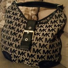 Authentic Michael kors hobo Good Condition/snap is loose a little, it snaps & closes. Michael Kors Bags Hobos