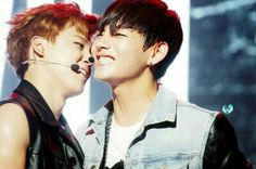 Jimin Share his Mic with V the lovely moment i ever saw❤❤❤