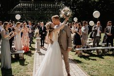 Die Location war etwas ganz besonderes: ein Rittergut mit einem riesengroßen Garten, umgeben von Bäumen und einer einzigartigen Atmosphäre. Brautpaar | @linda30986 & @l_rs.bKleid | @diva_brautmodenBlumen und Deko | @blumenehlerdingSängerin | @maleen.bundeLocation | Rittergut Voldagsen#hochzeitsfotograf #hochzeitsreportage #hochzeitsplanung2022 Wedding Ceremony, Lace Wedding, Wedding Dresses, Top Wedding Trends, Location, Wedding Accessories, Bridesmaid Gifts, Wedding Decorations, Groom