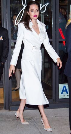 See the actress's latest street style looks here. Angelina Jolie Dress, Angelina Jolie Photos, Talons Sexy, Elegant Outfit, Street Style Looks, Classy Outfits, Her Style, Nice Dresses, Celebrity Style