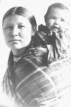 Native American woman and child from the Delaware tribe.She is very Beautiful! Native American Wisdom, Native American Pictures, Native American Beauty, American Indian Art, Native American History, Native American Indians, American Baby, American Symbols, American Pride