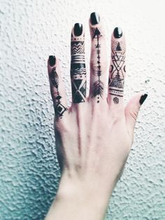 Not usually into most finger tattoos but I actually like this...its so different!!