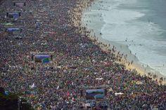 Vista de la multitud que asistió a la misa celebrada por Francisco en la playa de Copacabana. Foto: AP