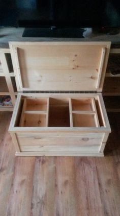 wood chest Wood storage box diy wooden chest New ideas Diy Wooden Projects, Wood Shop Projects, Woodworking Projects Diy, Woodworking Furniture, Wooden Diy, Wooden Pallet Crafts, Unique Woodworking, Popular Woodworking, Easy Projects