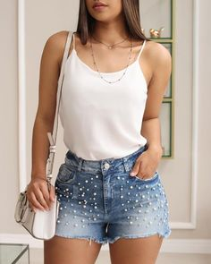 Tees and jeans outfit – Lady Dress Designs Mode Outfits, Short Outfits, Summer Outfits, Casual Outfits, Fashion Outfits, Summer Shorts, Fashion Shorts, Casual Jeans, Shorts Style