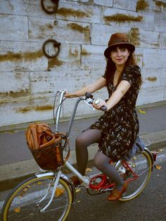 love that retro vintage style  also her bike is wonderful