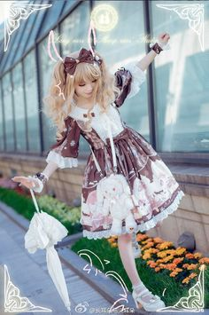 I want to try sweet lolita fashion and take pictures like this!