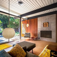 Mid Century Living Rooms Designs Ideas - Find out just how to embellish a mid century modern living room-- utilizing just 3 design essentials-- with these design ideas! Mid Century Modern Living Room, Mid Century Modern Design, Modern House Design, Modern Interior Design, Modern Interiors, Midcentury Modern Interior, Scandinavian Interior, Midcentury Modern Fireplace, Scandinavian Living