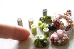Miniature candles & beautifully detailed floral centrepieces. Company's coming !