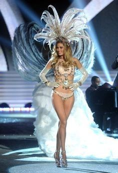 Showgirls on Pinterest | Vegas Showgirl, Las Vegas and Headdress