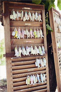 stuffed fish seating assignments! ahhh love this SO much!! photographer http://www.elodieciriani.com/