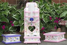 PAWS Creations | Pet Water Bottle Stands & Raised Food Stands