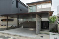 LIXILエクステリアコンテスト ~2017年 ファサード部門作品~ Facade House, Dream Garage, Entrance, Garage Doors, Exterior, House Design, Architecture, Outdoor Decor, Ceiling