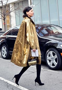 I've been looking for a jacket with this style for a long time. Maybe not in gold, but love the cut. Reminds me of something Lucille Ball would wear. (Giovanna Battaglia)