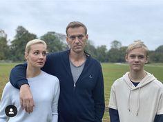 Duitsland waarsku oor sanksies ná Navalny-aanval Nerve Agent, Vladimir Putin, Critic, Couple Goals, Videos, Presidents, Russia, News, Messages