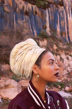 Beyonce with Aurelie Bidermann loop earrings Angelina Jolie, Estilo Beyonce, Beyonce Style, Beyonce Knowles Carter, Beyonce And Jay Z, Beyonce Beyonce, Beyonce Coachella, Beyonce Quotes, Afro