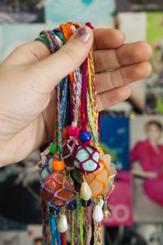 DIY Netted Macrame Stone Necklace Tutorial from Quiet Lion Creations. These are so colorful and fun. The macrame tutorial for these netted stone necklaces is really detailed and well photographed. For...