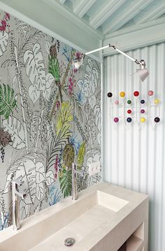 In case you want something else than tiles in your bathroom you might want to have this stunning colorful wallpaper COLOR CHAIN of the new WET collection of Wall & Deco from Italy. Rolls of 94 cm. Interior Wallpaper, Bathroom Wallpaper, Wall Wallpaper, Cabinet D Architecture, Contemporary Wallpaper, Wall Treatments, Decoration, Wall Murals, Wall Hangings