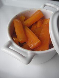 Parce qu'on ne sait pas toujours comment accompagner un filet mignon de porc, une volaille, un magret de canard, voilà une recette simple à réaliser pour de délicieuses petites carottes confites... Niveau: facile Pour 4 personnes Ingrédients: 600g carottes...