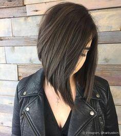 O corte chanel de bico entrega um efeito gradual e assimétrico aos cabelos (Foto: Instagram @hairbyedwin)
