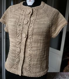 Bambolino - this pattern is seamless, worked in one piece, top-down - one size - pattern in english and italian - by Aurelia/Lana-luna