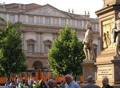 Milan, Piazza Scala