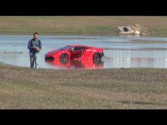 Bei einem Beschleunigungsrennen verliert ein Fahrer die Kontrolle über seinen 2000 PS Lamborghini.