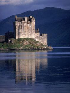 Loch Eileen Donan Castle, Scotland