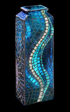 Mosaic Swirl Vase by Glynnis Kaye Mosaic Planters, Mosaic Vase, Mosaic Tile Art, Mosaic Flower Pots, Mosaic Diy, Mosaic Crafts, Mosaic Projects, Mosaic Mirrors, Mosaic Ideas