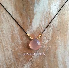 Collar ajustable con piedras semipreciosa rosa cuarzo por AINASTONES