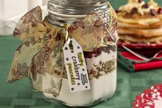 Christmas Food Treats, Homemade Christmas Gifts, Best Beef Recipes, Healthy Recipes, Coconut Oatmeal, Coconut Pancakes, Cake In A Jar, Edible Gifts, Jar Gifts