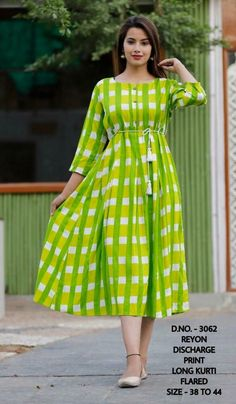 Whether its Formal wear, casual occasions or Festive season, Kurtis suits every occasion. Kurtis are very easy to carry and style. Frock Fashion, Women's Fashion Dresses, Casual Dresses, Stylish Dresses, Skirt Fashion, Fashion Fashion, Fashion Jewelry, Womens Fashion, Stylish Dress Designs
