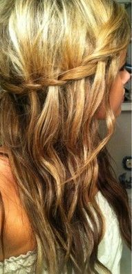 The waterfall braid. I have done this with straight hair before. which looks great. but never considered doing it with waves. Looks very girlie. And somewhat hippy. At what point am I too old to do this to my hair? Pretty Hairstyles, Braided Hairstyles, Style Hairstyle, Fall Hairstyles, Curly Hairstyle, Corte Y Color, Tips Belleza, Clip In Hair Extensions, Great Hair