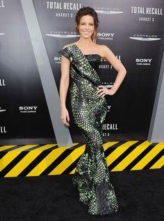 Kate Beckinsale, en un Armani Privé SS 12, en la premiere de Total Recall el 01 de agosto de 2012 en Hollywood, California. http://www.vogue.mx/galerias/who-where-when-59/1090/image/1049772