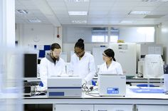 Students in a lab: http://www.kingston.ac.uk/virtual-tour/penrhyn-road/?utm_source=Pinterest_medium=Social_campaign=KUPinterest_content=PenrhynRdTour