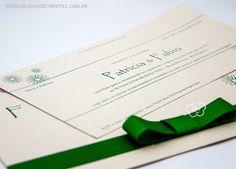 modelo 50 eco: convite de casamento tipo carteira em papel reciclado com impressão em verde e laço channel - Galeria de Convites