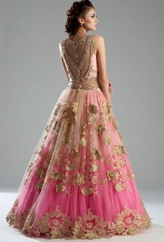 Latest Bridal Lehenga: Gorgeous Collection of Photographs of Bridal Couture Indian Dresses, Indian Outfits, Indian Clothes, Moda India, Pretty Dresses, Beautiful Dresses, Latest Bridal Lehenga, Bridal Anarkali Suits, Lehenga Wedding