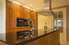 Keuken in Heino #maatwerk #keuken #hout #modern #design #kitchen #tailormade #wood