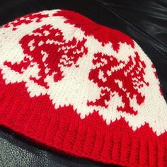 liverpool genser oppskrift – Google Søk Tree Skirts, Christmas Sweaters, Christmas Tree, Knitting, Holiday Decor, Teal Christmas Tree, Tricot, Christmas Jumper Dress, Breien
