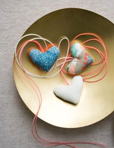 Knitting Projects, Sewing Projects, Sewing Ideas, Diy Projects, Purl Bee, Purl Soho, Necklace Tutorial, Heart Crafts, Valentines Day Hearts