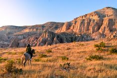 Sunset across the Rose Valley in Cappadocia. Land of Beautiful horses. Views for days. Great Places, Places To See, Turkey Destinations, Famous Fairies, Sunset Point, Visit Turkey, Before Sunrise, Cappadocia, Nature Reserve