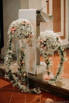 30 ideas to decorate the wedding altar- 30 idee per decorare l'altare di nozze Floral decorations for the altar - Church Flower Arrangements, Church Flowers, Wedding Arrangements, Floral Arrangements, Wedding Flower Design, Floral Wedding, Wedding Flowers, Floral Centerpieces, Wedding Centerpieces