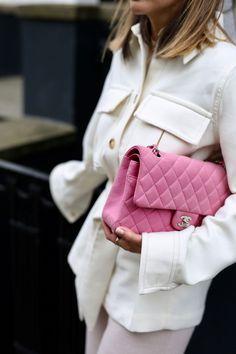 Pink Chanel Bag, Chanel Bag Classic, Vintage Chanel Bag, Spring Summer Fashion, Autumn Winter Fashion, Chanel Street Style, Vintage Street Fashion, Pink Handbags, Cozy Fashion