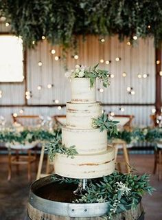 Green and white wedding cakes for rustic wedding ideas