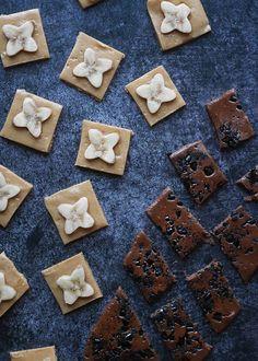 PÄHKINÄVOITOFFEE & LAKRITSITOFFEE (RAW) | Syötävän hyvä Candies, Sweets, Vegan, Chocolate, Baking, Gummi Candy, Candy, Bakken, Goodies
