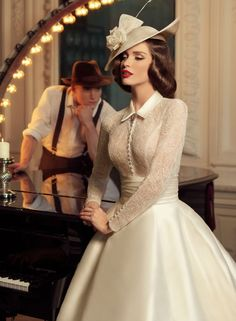Tatiana Kaplun bridal collection 2015 presents the Jazz Sounds line as one of the bridal dresses ranges from the Russian designer. Vestidos Vintage, Vintage Dresses, Vintage Outfits, Vintage Fashion, Vintage Style, Vintage Ideas, Tea Dresses, Dresses 2016, Retro Vintage